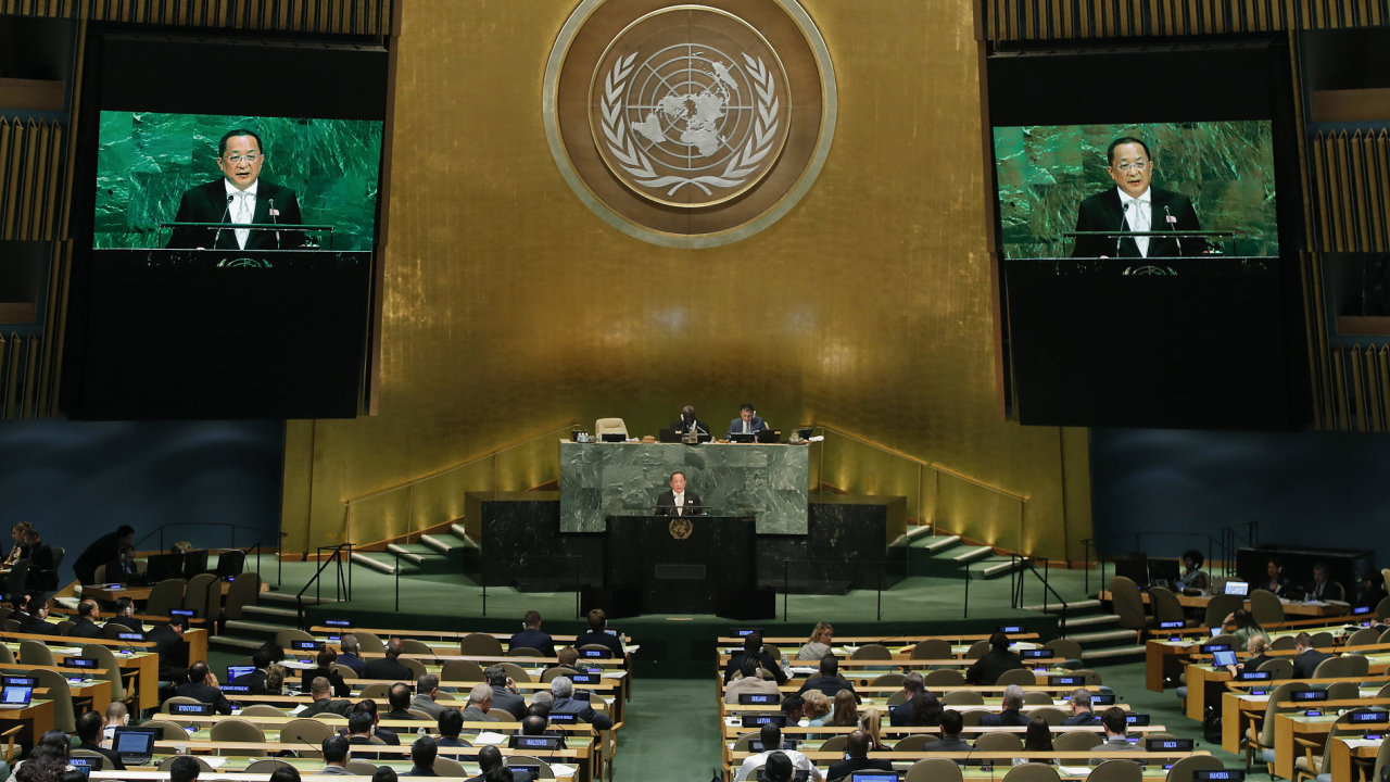 Severokorejský ministr zahraničí Ri Jong-ho na svém sobotním projevu během 72. Valného shromáždění OSN.