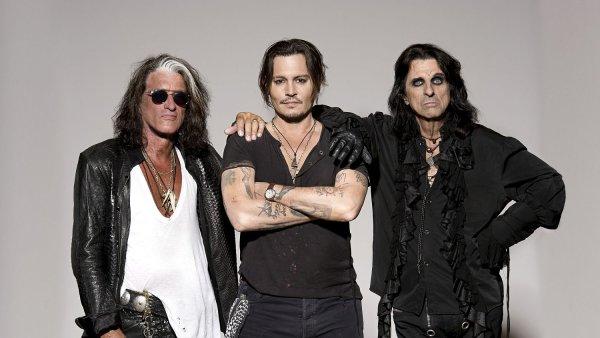 Hvězdou kapely Hollywood Vampires je herec Johnny Depp (uprostřed).