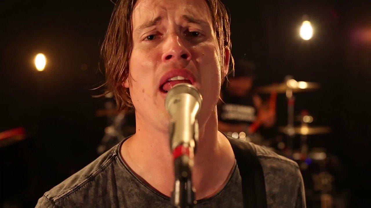 S písněmi z letošního alba Signs do Česka na dva koncerty přijíždí americký bluesový a rockový kytarista Jonny Lang.