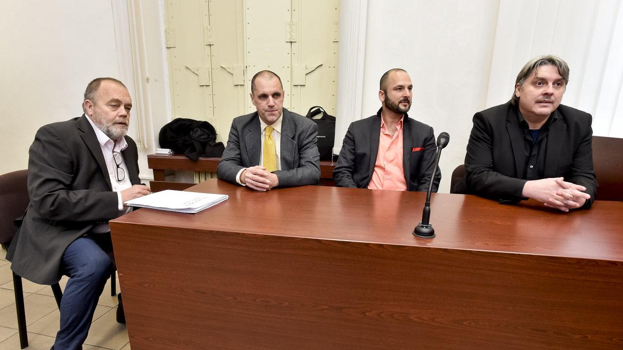 Čtveřice unesených: advokát Jan Švarc, reportér Miroslav Dobeš, tlumočník a překladatel Adam Homsi a novinář Pavel Kofroň.