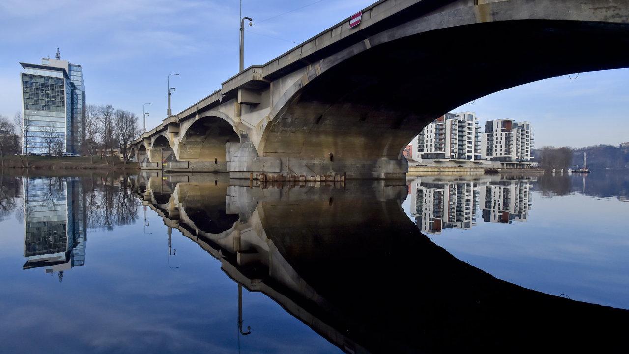 Pražský Libešnký most nebyl za 90 let své existence nikdy opravován.
