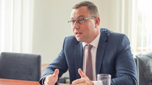 Žalobce Zeman má mít funkci jistou ještě 5 let, navrhuje Benešová. Na novele zákona o zastupitelství nehodlá nic měnit