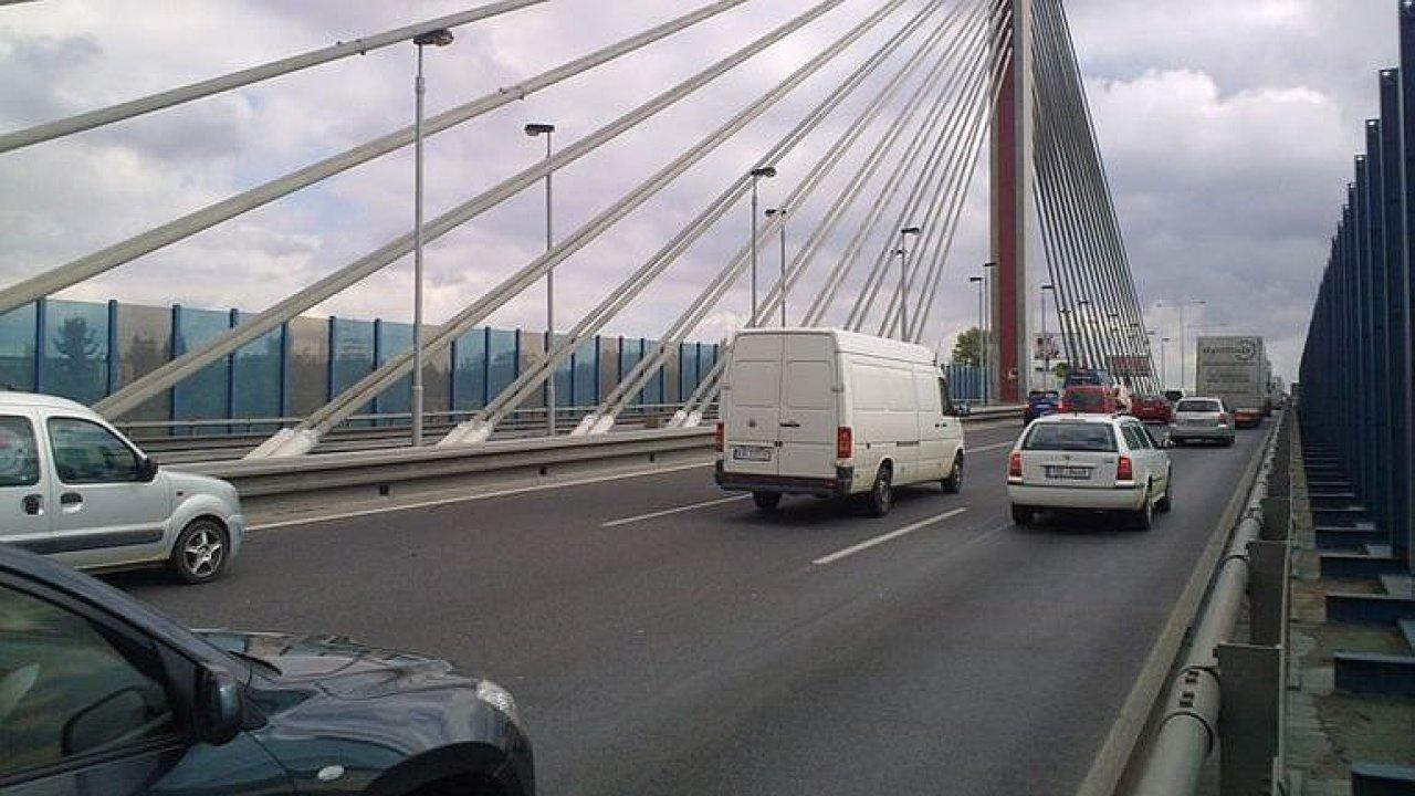 Praha na dva víkendy uzavře lanový most na Jižní spojce. Sledujte, jak ho objet.