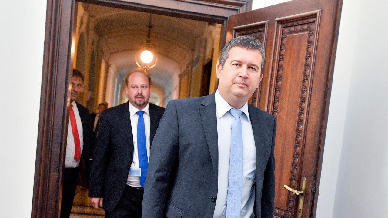 """""""Jsem přesvědčen, že letošní rozpočet dopadne dobře, že katastrofické scénáře, že neudržíme schodek, se nenaplní,"""" řekl vicepremiér Jan Hamáček (ČSSD)."""