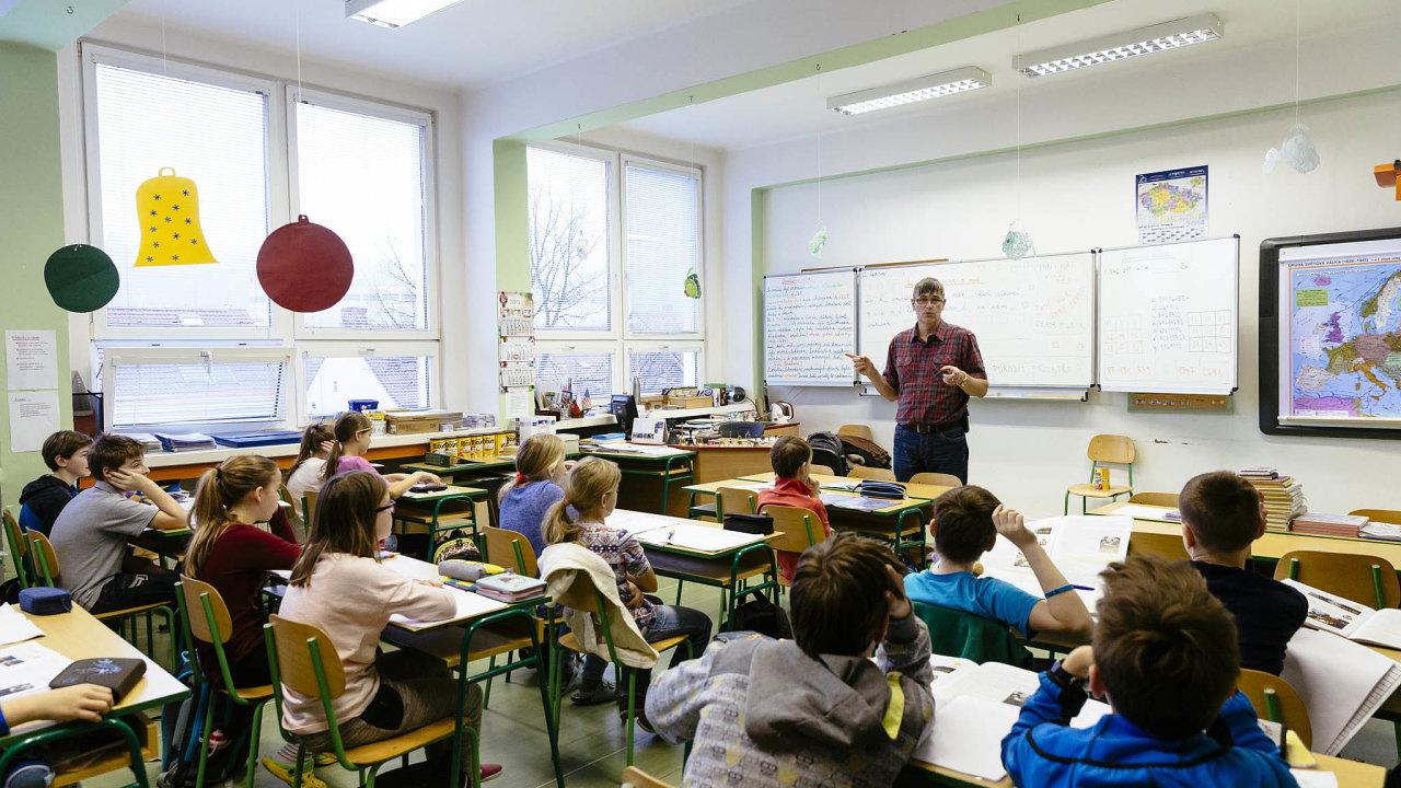 Podle ministerstva školství činil učitelský plat v loňském roce v průměru přes 37 tisíc korun měsíčně. Ilustrační foto.