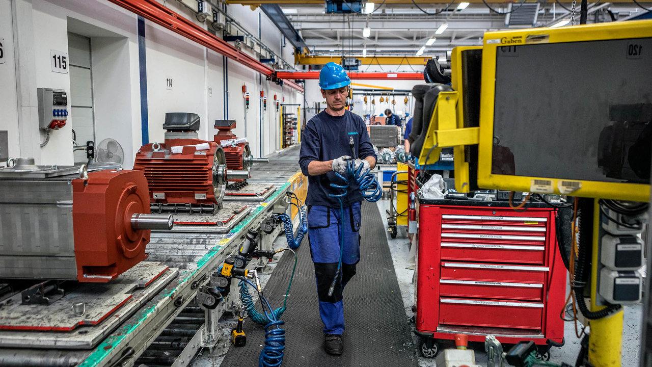 Vefrentštátském závodě Siemensu navýrobu elektromotorů například veškerou potřebnou dokumentaci kaktuální zakázce najdou pracovníci nadotykových obrazovkách uvýrobních linek.