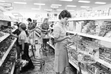 Cena potravin od roku 1989 výrazně stoupla, ale v poměru ke mzdám jsou v průměru potraviny levnější – Ilustrační foto.