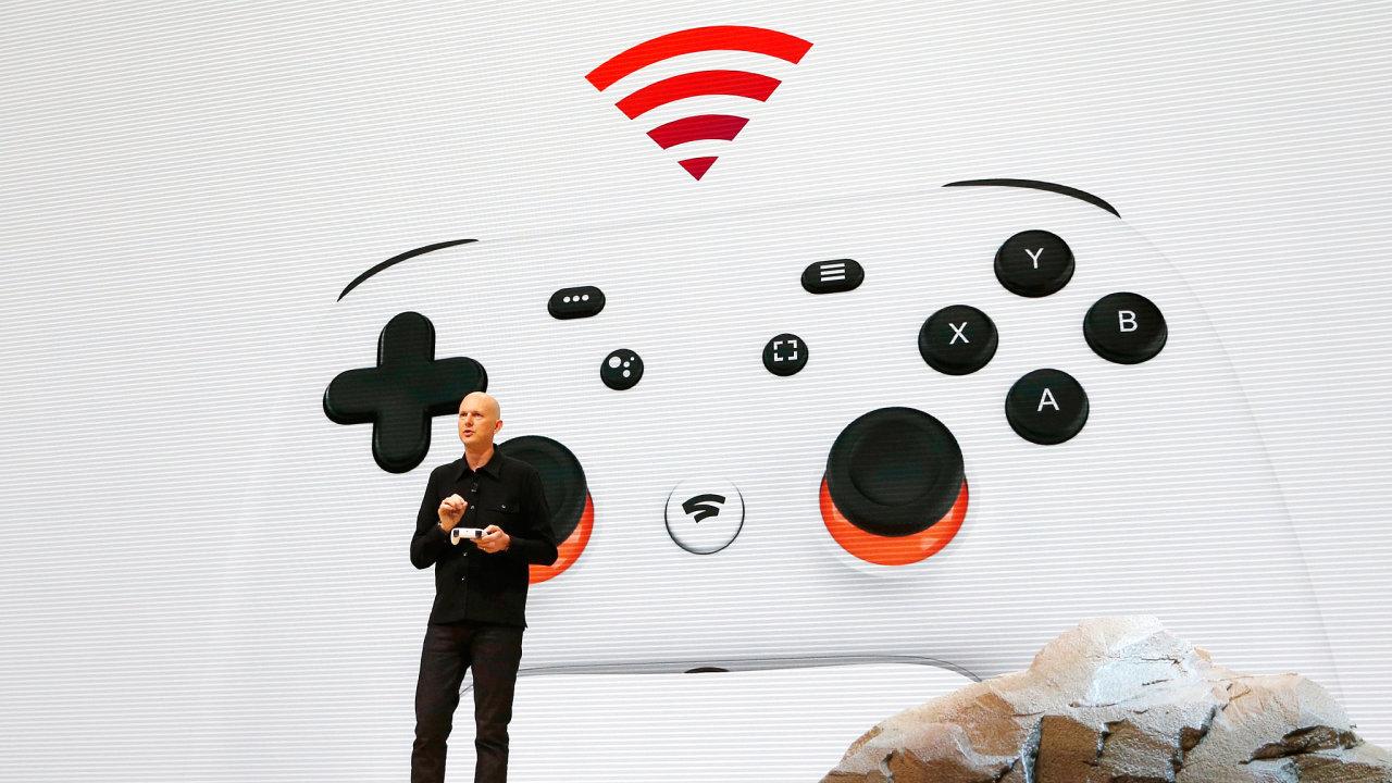 Viceprezident Google Inc. Phil Harrison představuje herní projekt Stadia. Archivní snímek z března roku 2019.