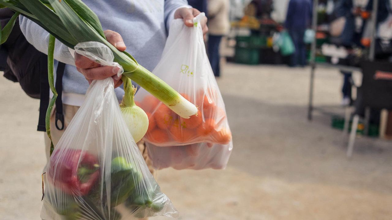 Bioplast. Výhodou je nižší uhlíková stopa, jsou stejně odolné jako plasty. Dají se průmyslově kompostovat. Nevýhodou je zatěžování půdy, nemožnost domácího kompostování ašpatná rozeznatelnost odplastů.
