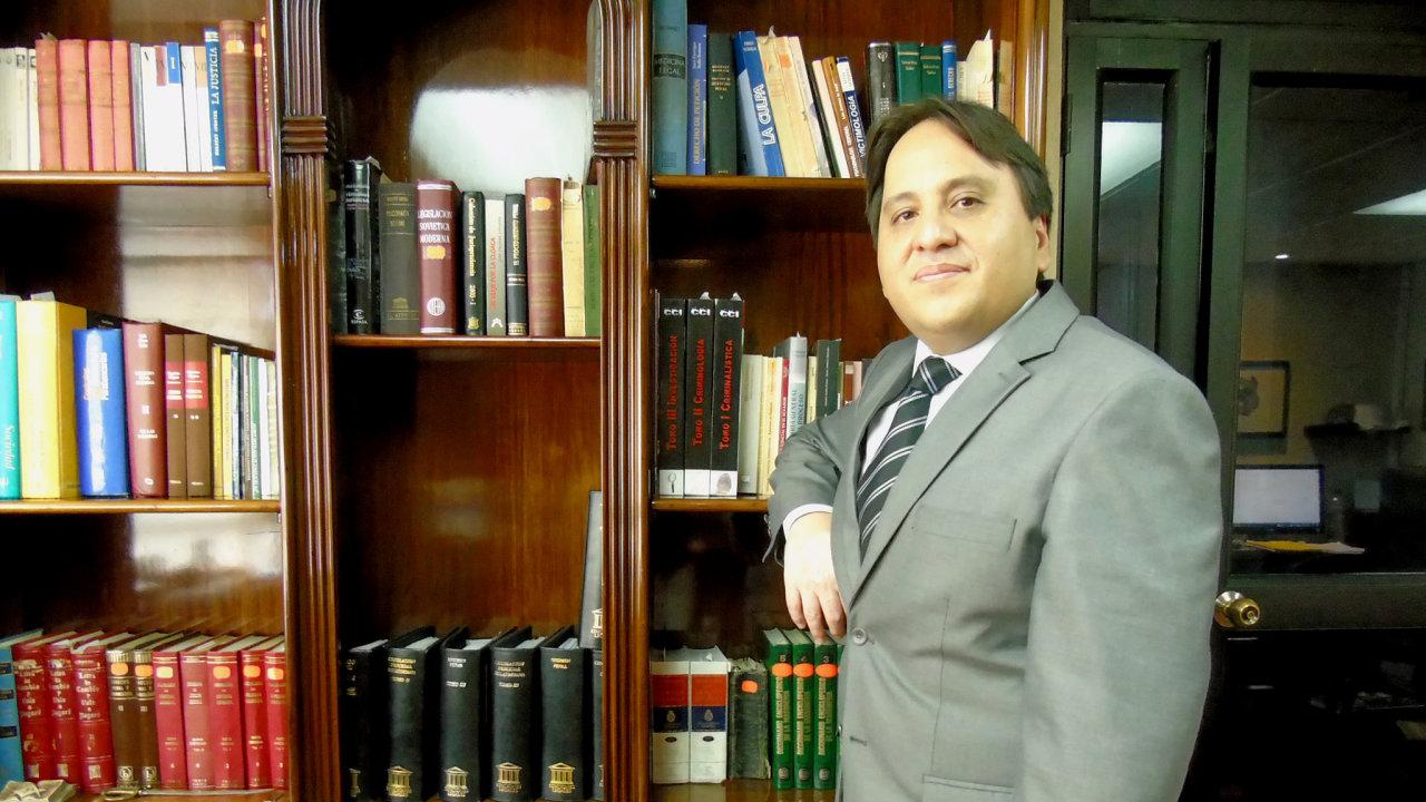 José Luis Guerrero Martínez našel v Česku na sedm let politický azyl kvůli pronásledování Correovým režimem.