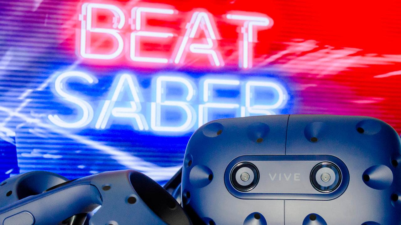Česko-slovenským projektem, který dobývá svět, je hra Beat Saber. Milion prodaných kopií překonala podevíti měsících natrhu astala se nejprodávanější hrou světa založenou navirtuální realitě.