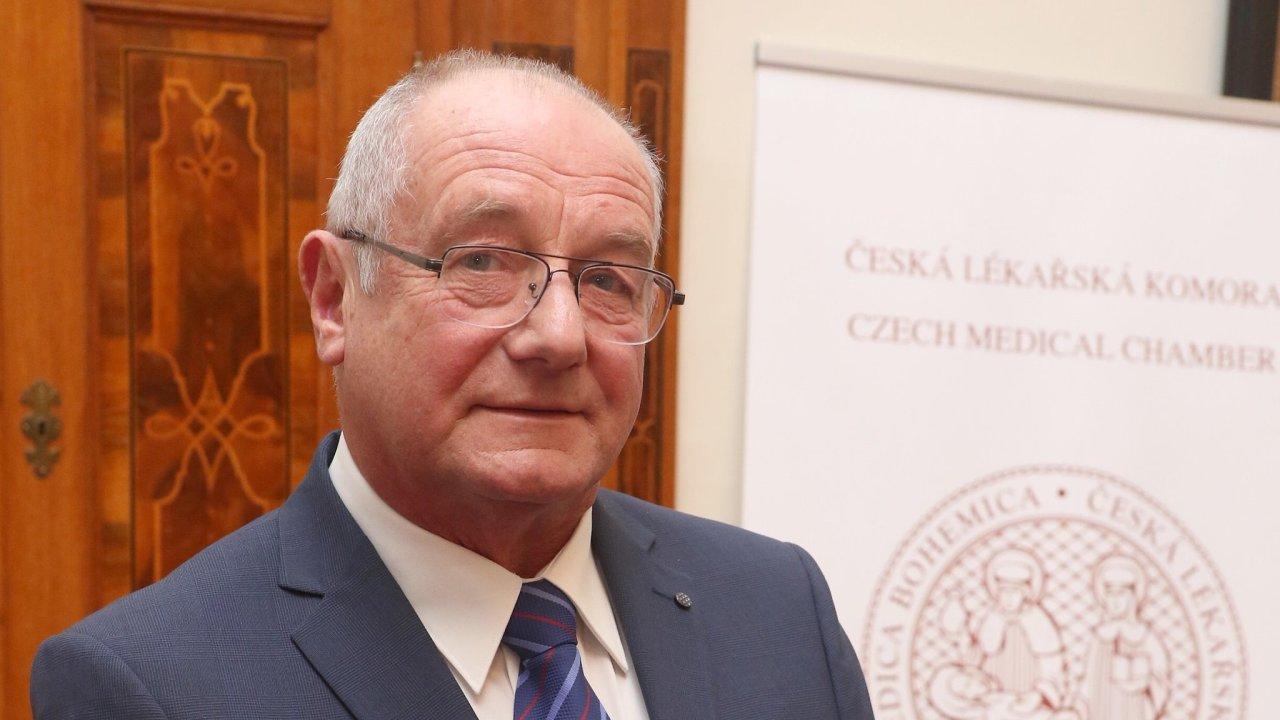 MUDr. Jiří Valenta, vedoucí lékař Toxinologického centra Kliniky anesteziologie, resuscitace a intenzivní medicíny Všeobecné fakultní nemocnice v Praze