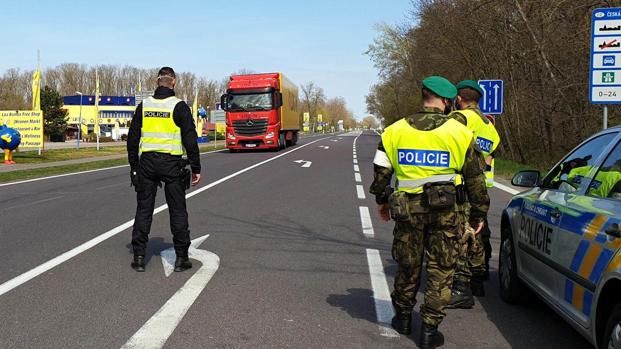 Kontroly na hraničních přechodech.