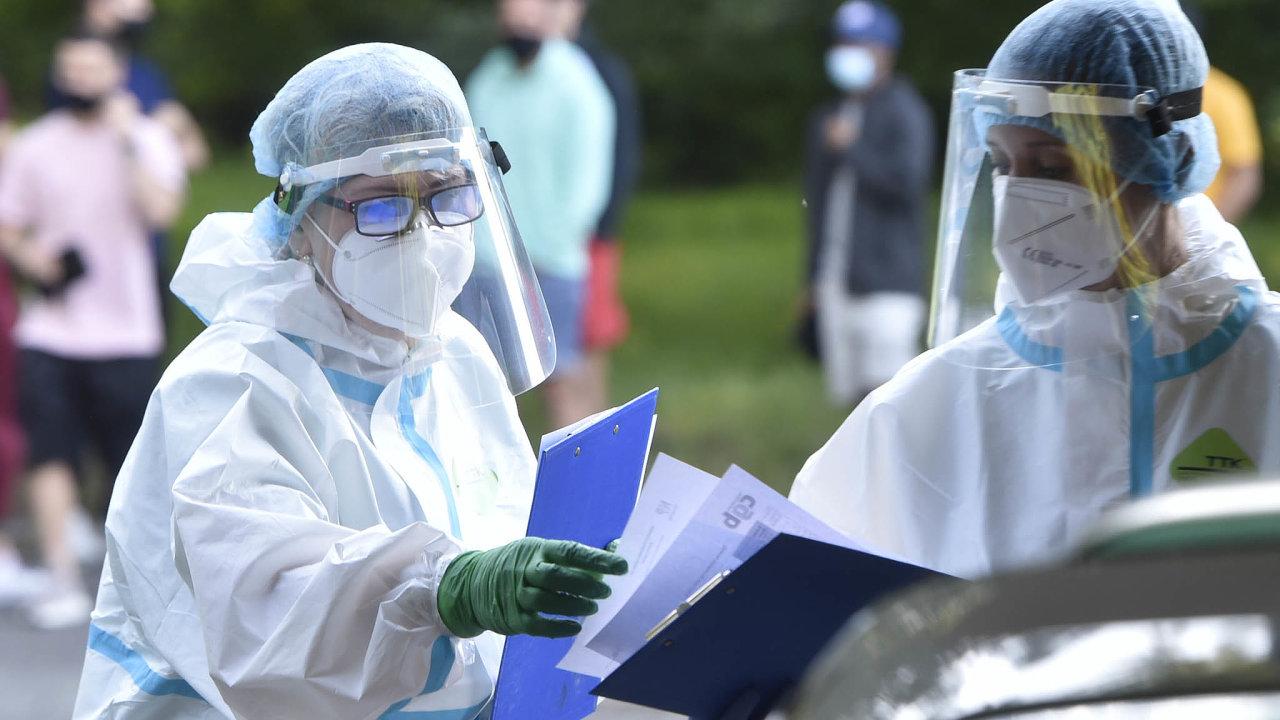 Testy na virus: Odběrové místo vareálu nemocnice vKarviné-Ráji, kde se nakoronavirus nechali testovat karvinští fotbalisté.
