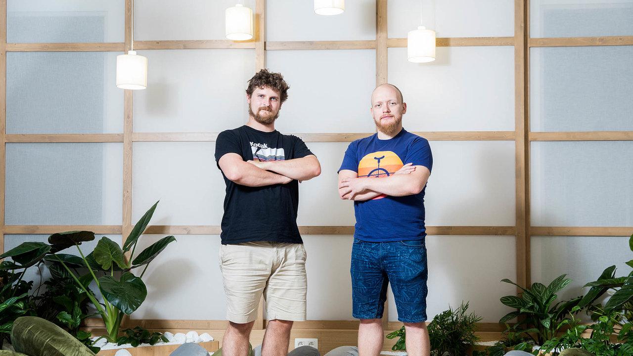 Už teď přemýšlíme, jak firmu jednou předáme zaměstnancům. Filip Kirschner aVratislav Kalenda vytvořili vesvé společnosti otevřené apřátelské prostředí, jaké se vidí málokde.