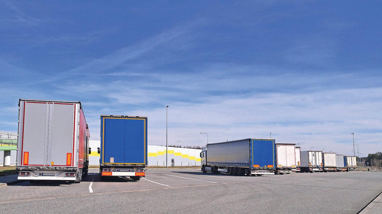 Nedostatek řidičů kamionů je často skloňované téma a Trans.eu nabízí řešení pro situace, kdy nastane problém přepravu sehnat.