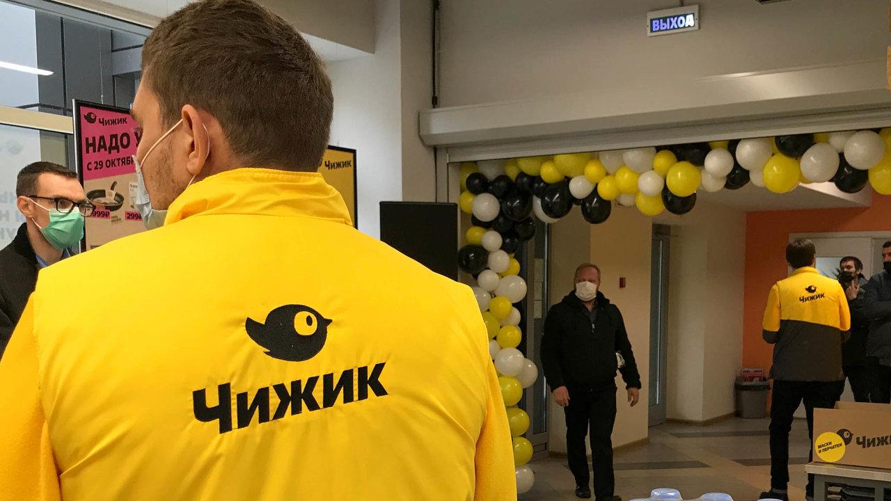 Největší ruský obchodní řetězec X5 Retail Group, který je registrovaný v Nizozemsku, provozuje i diskontní obchody Čížek.