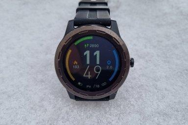 Chytré hodinky s GPS za dva tisíce korun. Niceboy X-Fit Coach mají v sobě GPS i baterku na pár dní