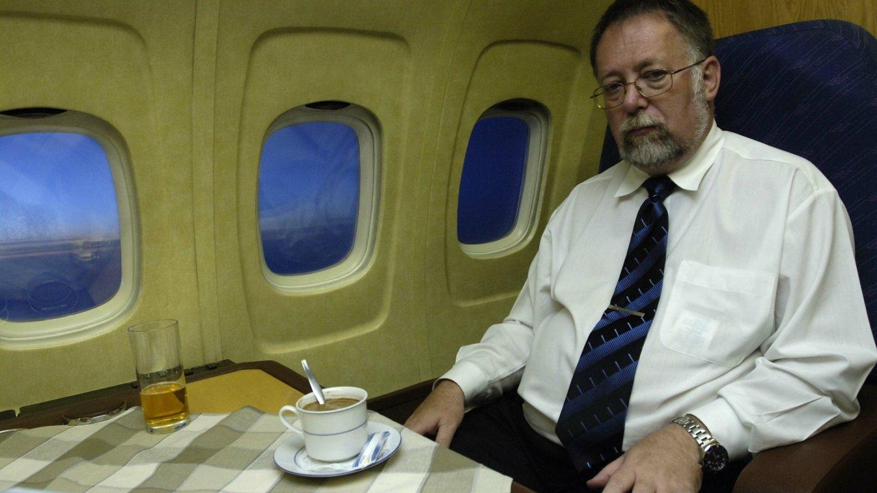 Jaroslav Bašta, velvyslanec ČR v Rusku - v letadle - při přeletu premiéra ČR Ruskem do Japonska. rok 2005
