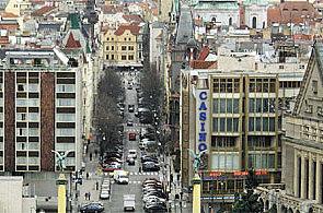Pařížská ulice v Praze jako centrum luxusu. Na volný obchod se čeká roky 23a86018ad