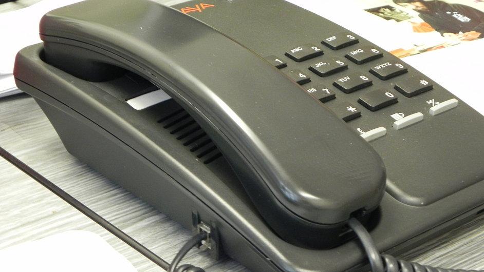 Telefon, ilustrační foto