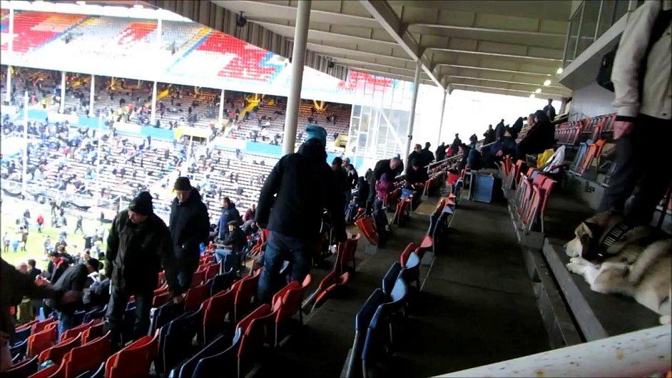 Rosunda Stadion - rozebrání fanoušky