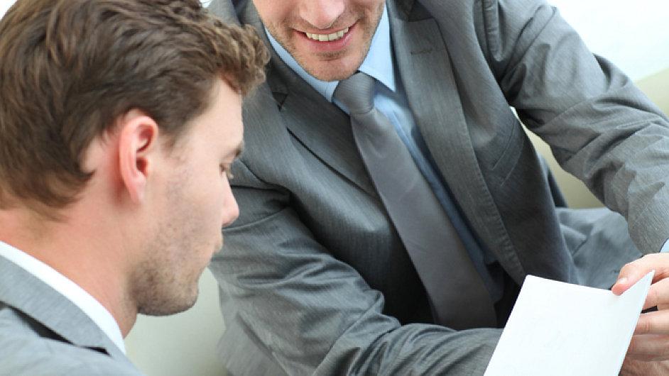 Manažeři, jednání, smlouva, podmínky. Ilustrační foto