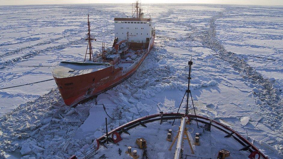 Zamrzlý tanker - ilustrační foto