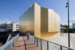 Ve Francii korunovali kulturní centrum, stará škola dostala zlatou přístavbu