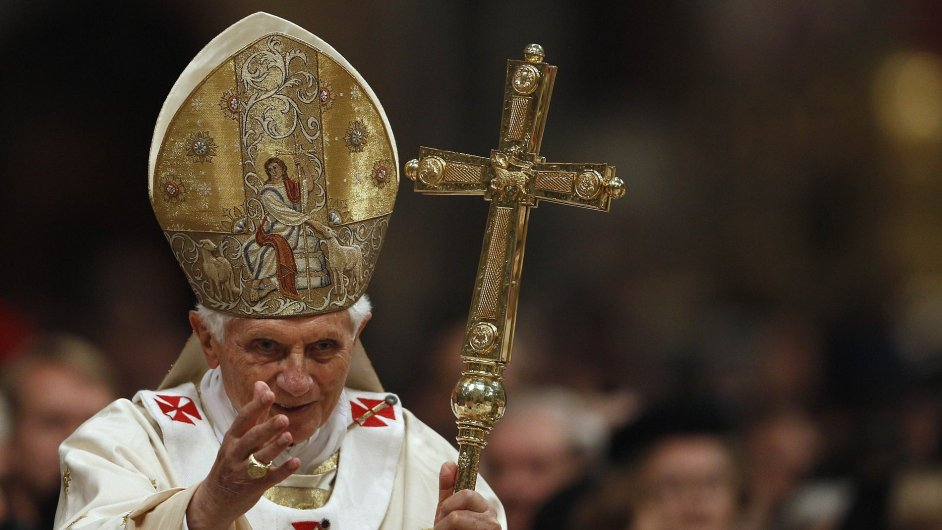 Papež Benedikt XVI. při sobotní vigilii