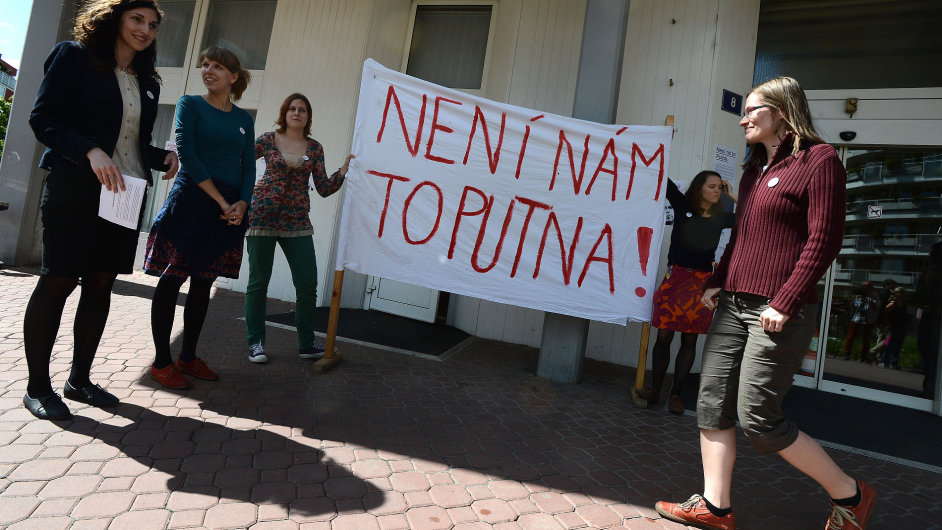 Studenti Fakulty humanitních studií UK při protestu
