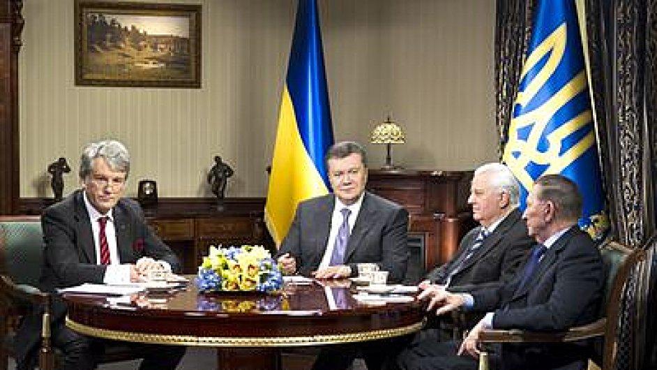 Ukrajinský prezident Janukovyč se sešel se třemi bývalými prezidenty země Leonidem Kravčukem, Leonidem Kučmou a Viktorem Juščenkem.