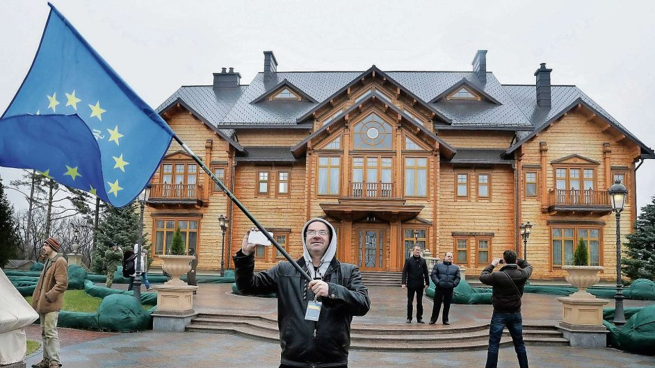 Symbol režimu: Luxusní sídlo Viktora Janukovyče v Mežyhirji u Kyjeva