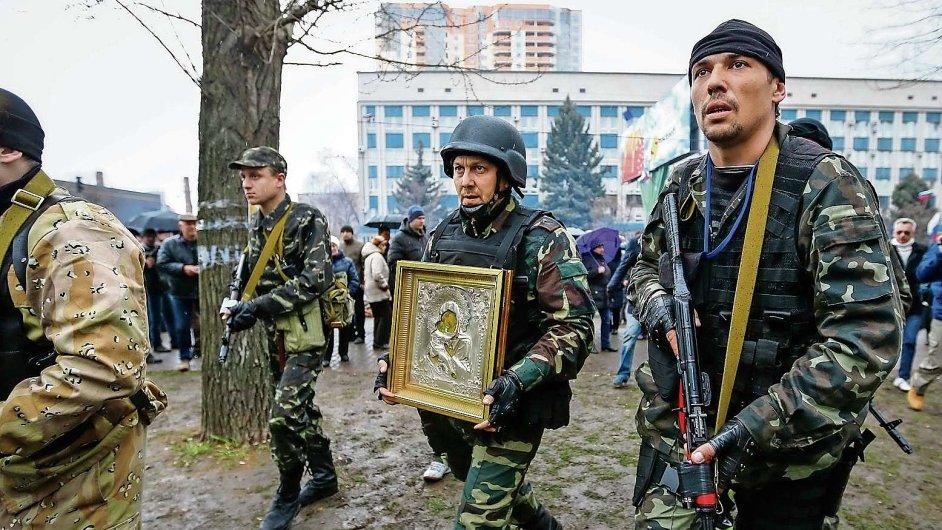 Proruští povstalci ve východoukrajinském Luhansku