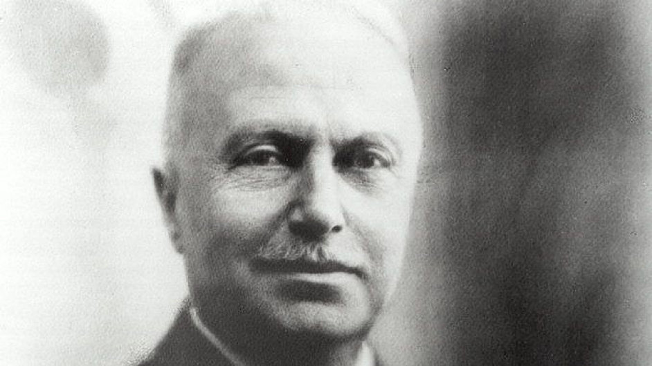 Giovanni Agnelli byl jedním z devíti zakladatelů společnosti Fiat. Stal se však jejím hlavním šéfem a hlavním majitelem, takže se ostatní historie zapomněla.