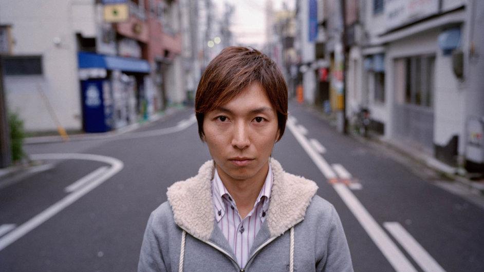 Evakuovaný Kenta Sato žije ve městě Fukušima vzdáleném asi 65 kilometrů od elektrárny.