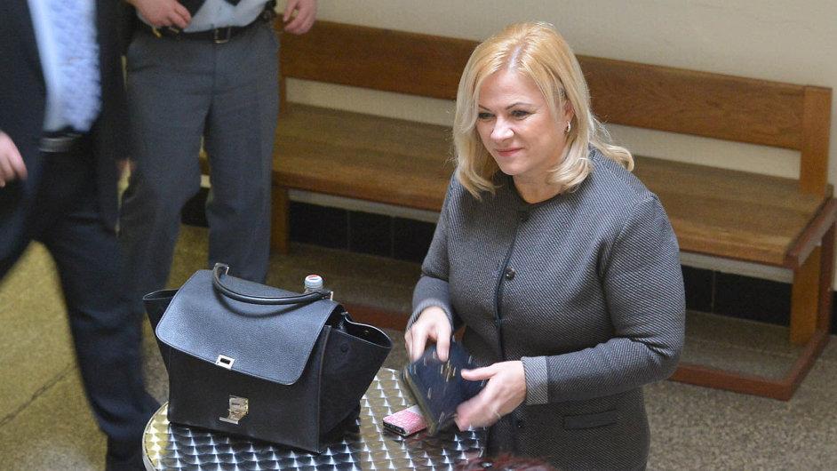 Jana Nečasová (s kabelkou)