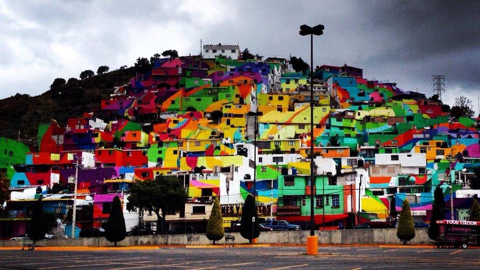 Obří graffiti v mexickém městě Pachuca de Soto pokrývá 200 domů.