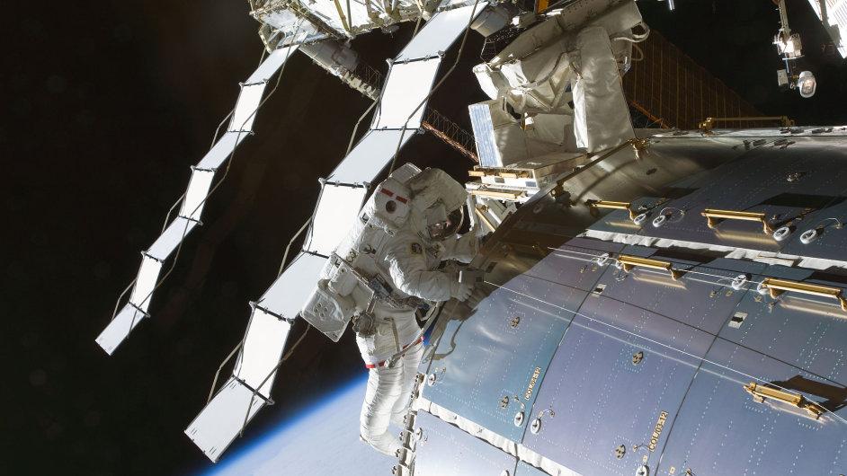 Mezinárodní vesmírná stanice (ISS). Archivní snímek z roku 2009.