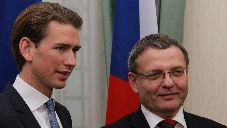 Český ministr zahraničních věcí Lubomír Zaorálek a jeho rakouský protějšek Sebastian Kurz v Linci.