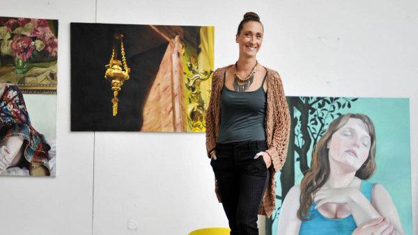 Na snímku zakladatelka galerie YoungRealArt.com Jana Laštovka.