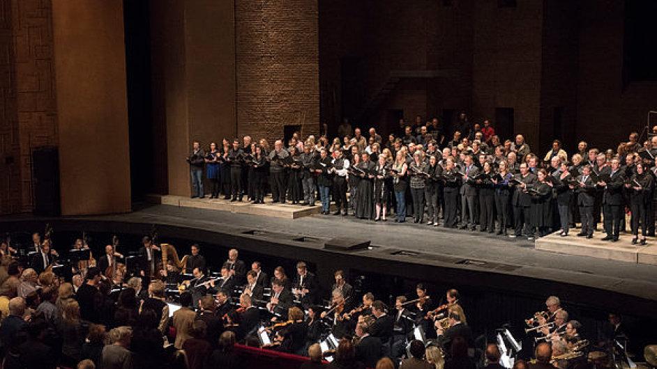 Newyorská Metropolitní opera v sobotu zpívala Marseillaisu.