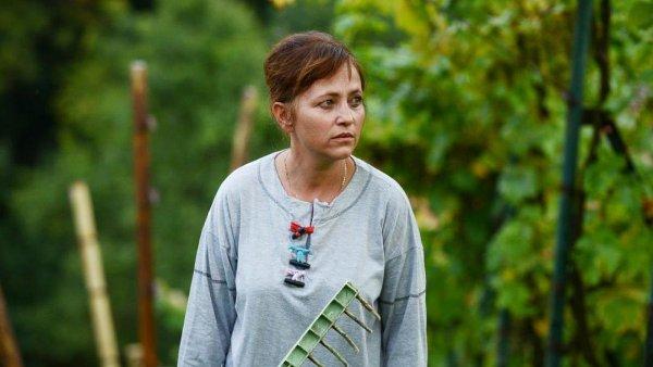Film Domácí péče (na snímku Alena Mihulová) do českých kin vstoupil vloni v červenci, v listopadu vyšel na DVD.