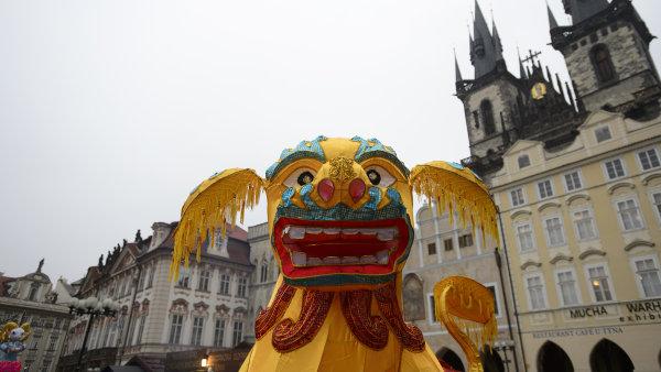 Letos s fanfárami? Loni se čínské oslavy konaly bez většího zájmu na pražském Staroměstském náměstí. Letošní akci bude podle Jaroslava Tvrdíka pojata velkolepě.