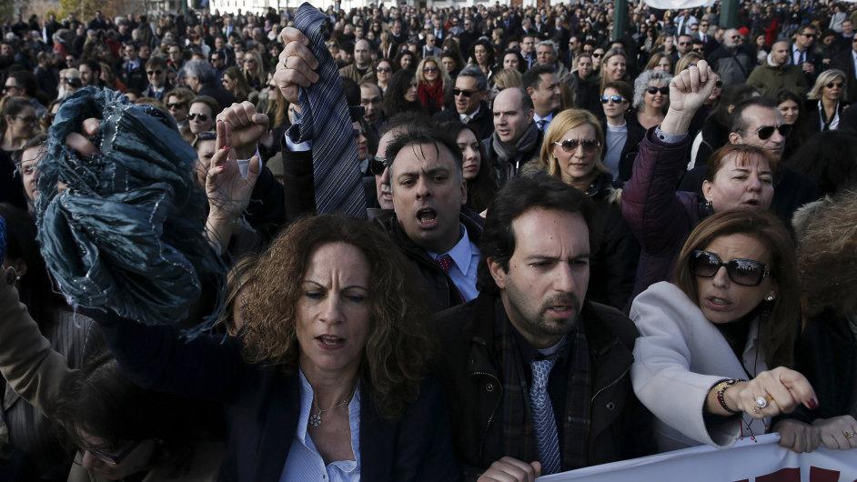 Řečtí právníci protestovali v Aténách.