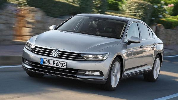 Vozy Volkswagen Passat automobilka svolává kvůli konektorům.
