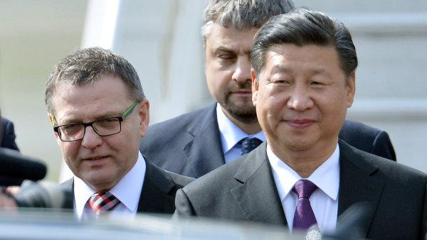 Čínský prezident Si Ťin-pching a ministr zahraničí Lubomír Zaorálek