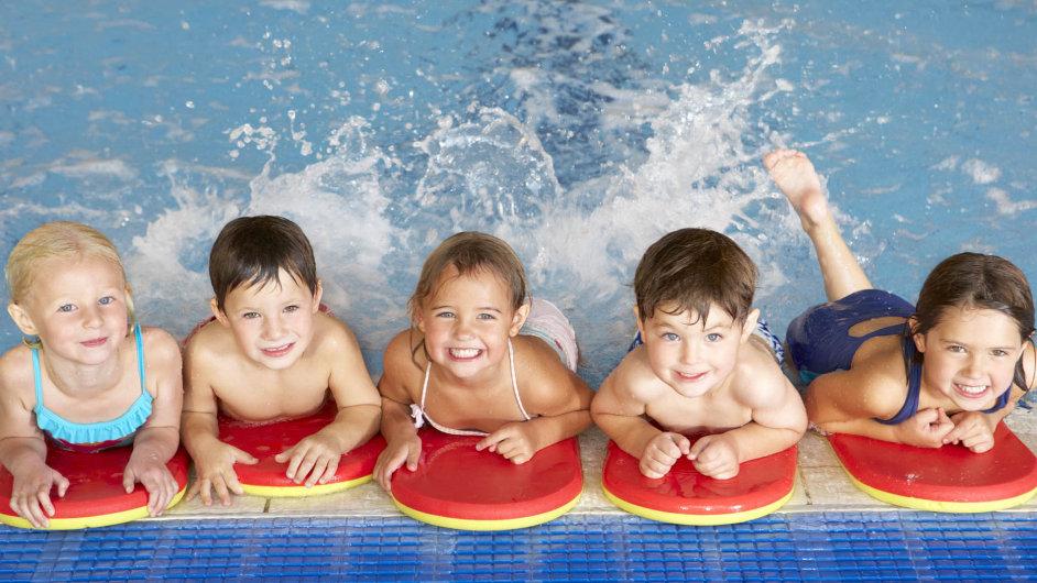 Mateřské školy řeší, jak dětem zajistit kurzy plavání, aby neporušovaly předpisy České školní inspekce.