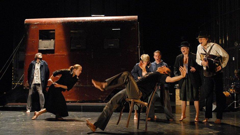 Inscenace Sclavi - Emigrantova píseň získala Grand Prix za nejlepší představení Festivalu MESS v Sarajevu.