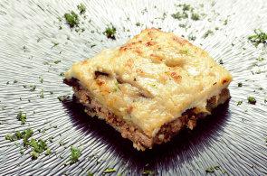 Z�kladem �eck� musaky jsou kvalitn� suroviny. Sm�s brambor, lilku, mlet�ho masa a be�amelu si obl�bili i �e�i
